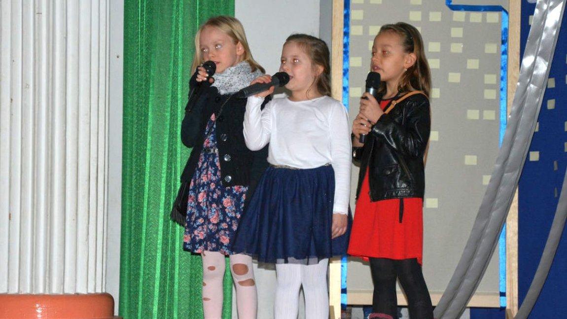 3 śpiewające dziewczynki