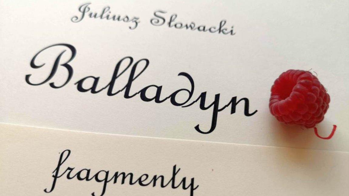 Ilustracja z napisem Juliusz Słowacki Balladyn fragmenty, obok którego leży owoc maliny